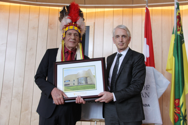 Architect Douglas Cardinal and U of S President and Vice-Chancellor Peter Stoicheff