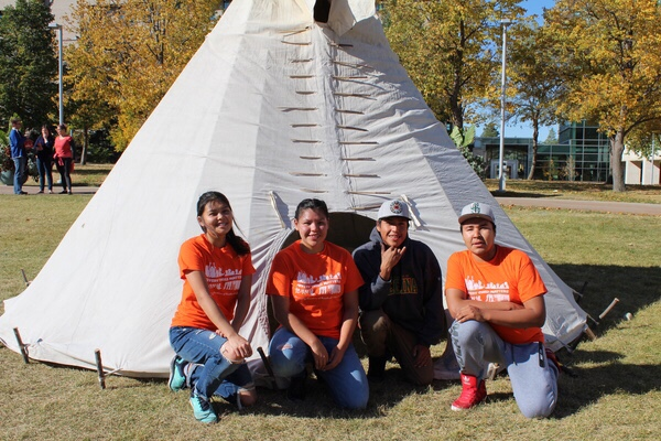 Students from the Northwest Territories who are apart of the Katimavik program participated in <Br>the tipi raising competition at the University of Regina. (L-R: Victoria Apples, Rhonda Apples, <Br>Jared Arrowmaker, and Shane Chocolate.)