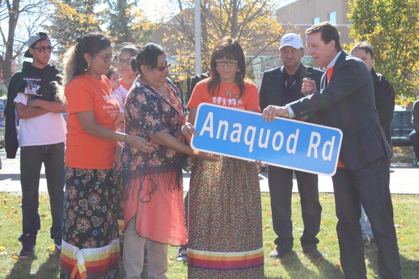 Mayor Michael Fougere presented the Anaquod family with the street sign named after their late <Br>family member, Glen Anaquod. A portion of Tower Road will be named after the late elder who <Br>passed away in 2011.